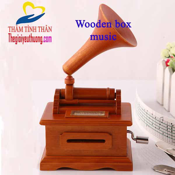 Hộp nhạc gỗ quay tay độc đáo