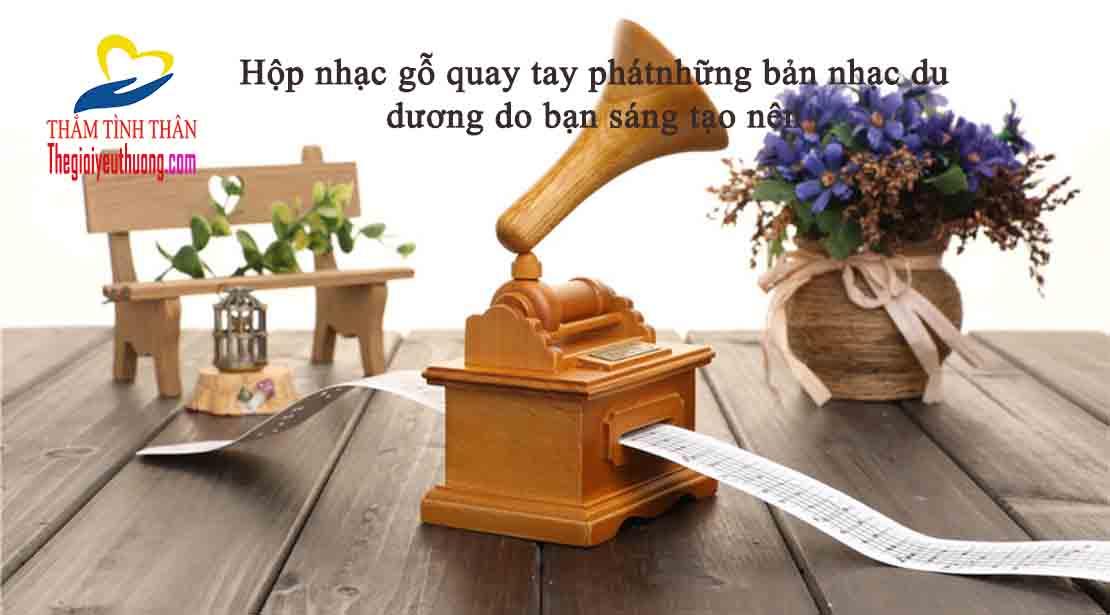 hộp nhạc quay tay bằng gỗ