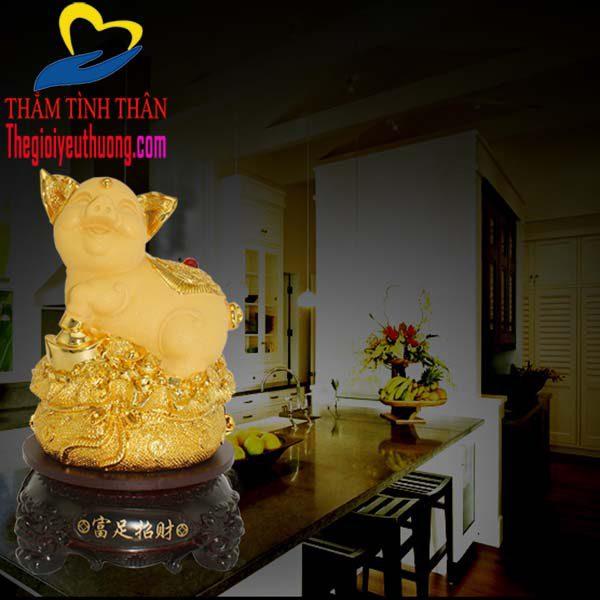 Trang trí tượng heo vàng theo Phong Thủy