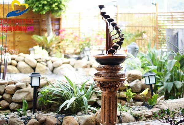 Thác nước mini trang trí sân vườn