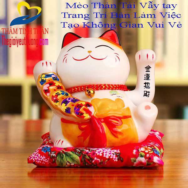 Mèo thần tài vẫy tay vẫy chào khách hàng, gọi may mắn và tài lộc