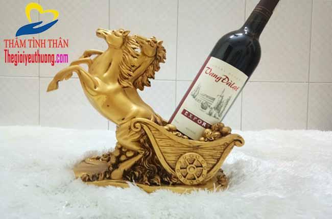 Kệ đựng rượu vang, vật phẩm trang trí tuyệt Đẹp Với Đôi Tuấn mà Dũng Mãnh