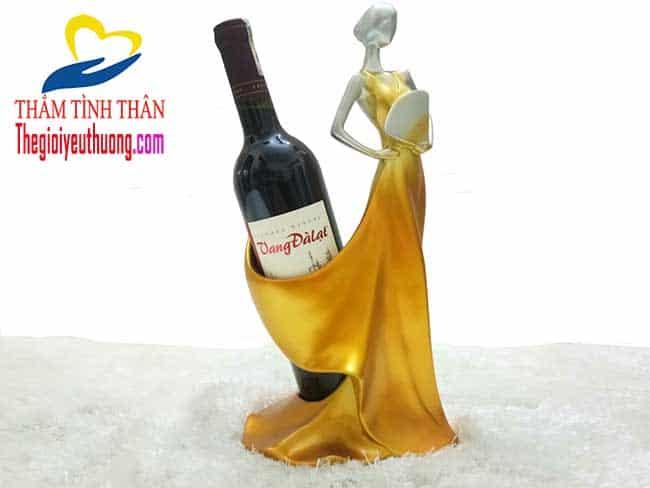 Nét đẹp đầy quyến rũ của Kệ rượu Thiếu Nữ Múa Quạt
