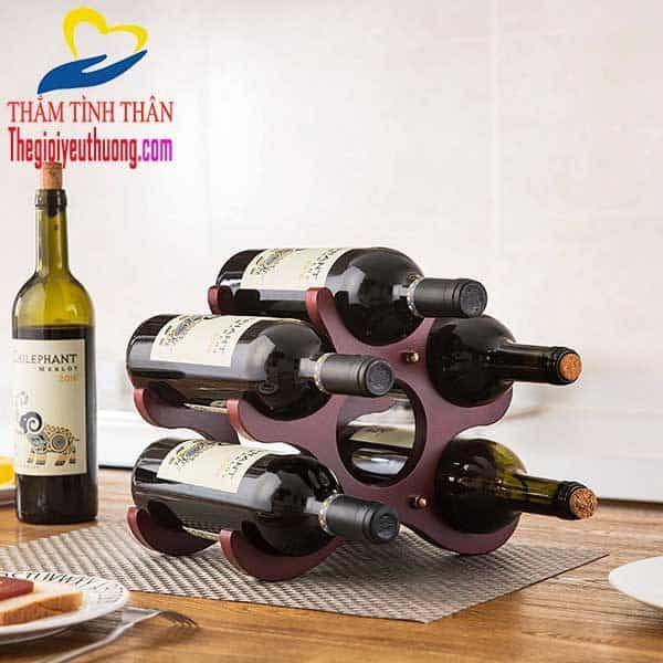 Kệ rượu vang bằng gỗ chắc chắn