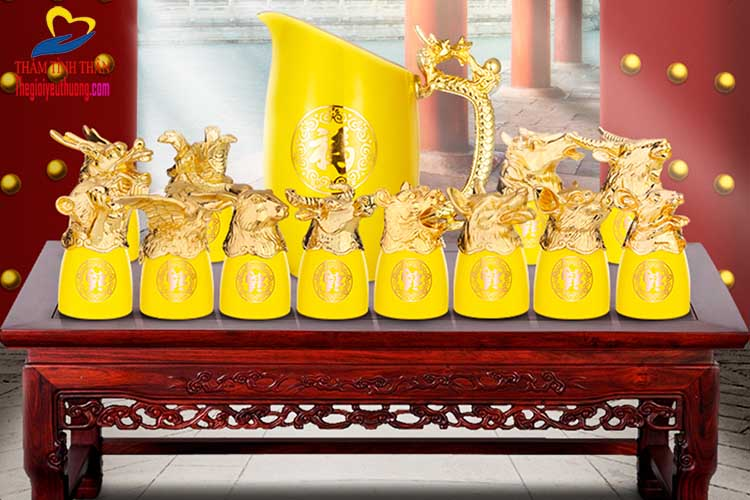 Ly đựng rượu và ca cắt 12 con giáp Gốm Sứ Sắc vàng