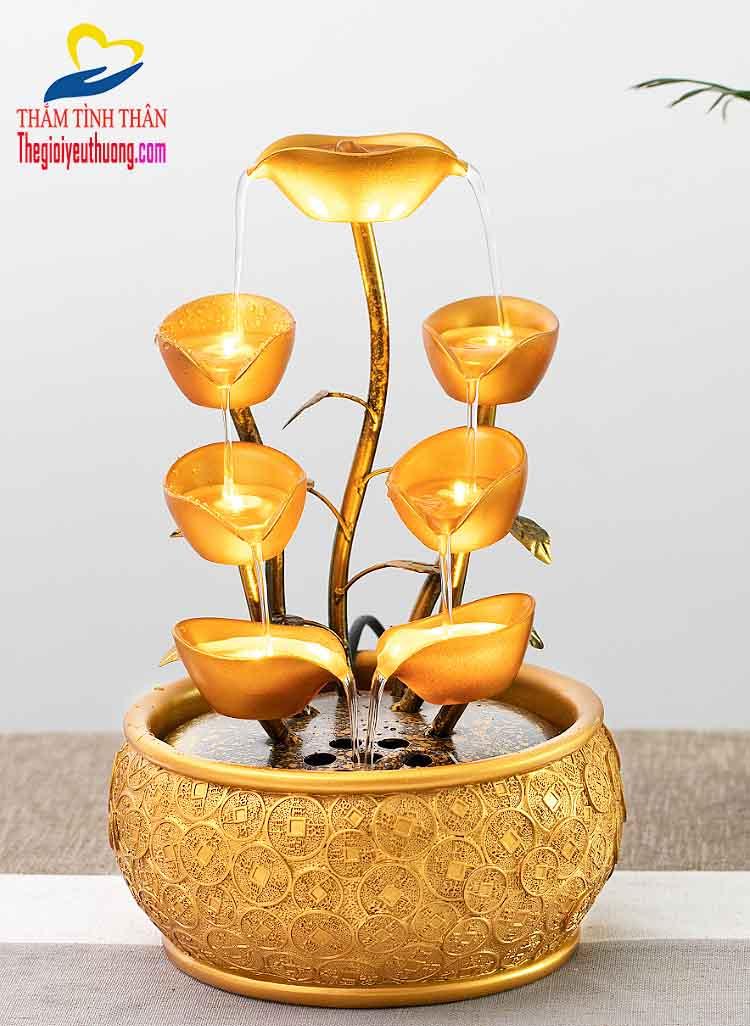 Tông màu vàng Tuyệt đẹp của thác nước để bàn Tài Lộc